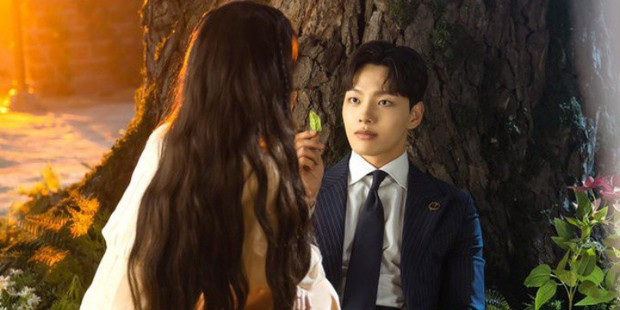 """Hotel Del Luna úp mở tập 11 có twist vượt xa mong đợi, fan chị Nguyệt chuẩn bị mà """"hứng drama! - Ảnh 20."""