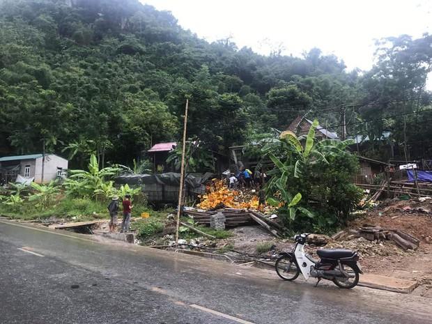 Thanh Hóa: Tai nạn kinh hoàng, xe tải chở bia tông vào cột bê tông khiến 2 người tử vong tại chỗ - Ảnh 2.