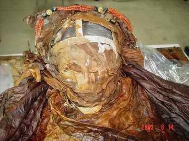 Phát hiện hài cốt nữ nhân đội vương miện trong lăng mộ cổ nghìn năm ở Trung Quốc, chuyên gia khảo cổ đau đầu suy đoán danh tính và nguyên nhân qua đời - Ảnh 4.