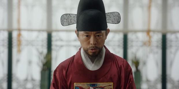 Tân Binh Sử Học Goo Hae Ryung: Shin Se Kyung lén lút làm bậy nhưng gương mặt phản chủ đã tố giác tất cả - Ảnh 10.