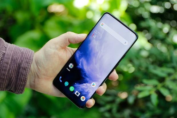 Từ vụ Vsmart - Meizu: Những smartphone nào từng dùng thiết kế khác và biến thành của mình? - Ảnh 8.