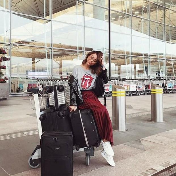 """""""Tay xách nách mang"""" túi lớn nhỏ ra sân bay, Jennie chẳng khác nào chúng ta mỗi lần đi du lịch mà như đi buôn vậy! - Ảnh 6."""