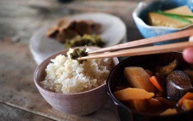Tục nói Itadakimasu trước khi ăn của người Nhật: Một chữ cảm ơn, cả trời ý nghĩa - Ảnh 2.