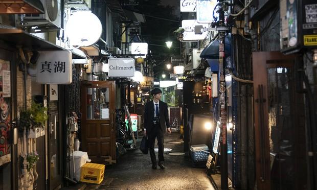 Phố cổ hoàng kim của Tokyo: Nơi 300 nhà hàng cùng nhau trốn thế giới hiện đại, chen chúc trong diện tích bằng nửa sân bóng - Ảnh 15.