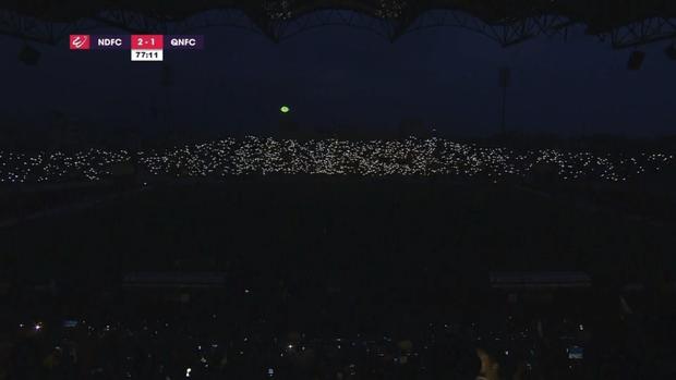 Sân Thiên Trường đẹp lung linh sau sự cố mất điện, fan hào hứng so sánh: Sao lại giống concert của Big Bang thế! - Ảnh 1.
