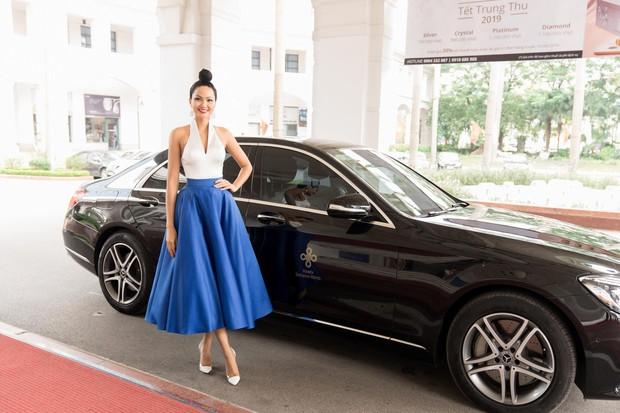 Võ Hoàng Yến, HHen Niê mỗi người một vẻ, cùng tái hiện màn giới thiệu đỉnh cao hô vang hai tiếng Việt Nam tại Miss Universe - Ảnh 8.