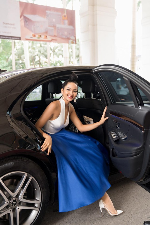 Võ Hoàng Yến, HHen Niê mỗi người một vẻ, cùng tái hiện màn giới thiệu đỉnh cao hô vang hai tiếng Việt Nam tại Miss Universe - Ảnh 9.