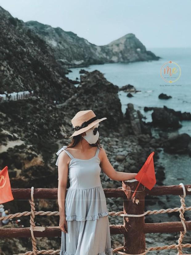 Về vùng biển vắng mà lại sợ cháy nắng, cô bạn tính hay cho ra đời bộ ảnh du lịch theo phong cách ninja khiến dân tình cười xỉu! - Ảnh 5.