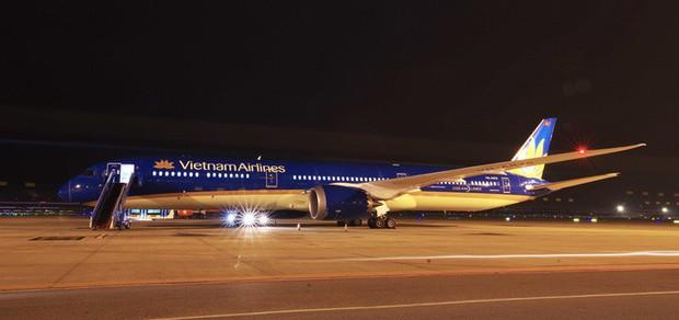 Siêu máy bay Boeing 787-10 lớn nhất Việt Nam đáp xuống Nội Bài - Ảnh 1.