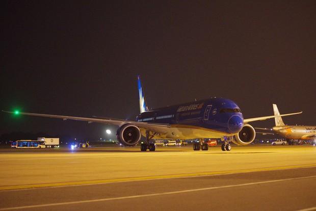 Siêu máy bay Boeing 787-10 lớn nhất Việt Nam đáp xuống Nội Bài - Ảnh 2.