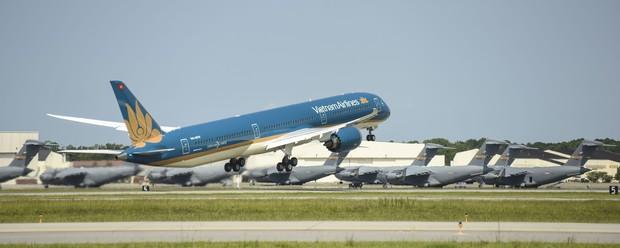 Siêu máy bay Boeing 787-10 lớn nhất Việt Nam đáp xuống Nội Bài - Ảnh 5.