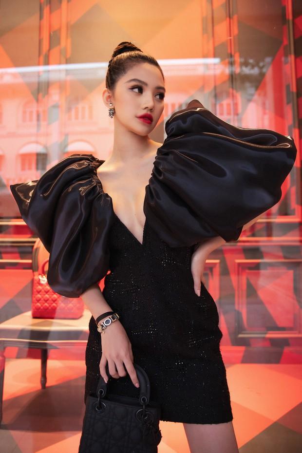 Cú đụng hàng giữa Tóc Tiên và Jolie Nguyễn như minh chứng: Cứ trẻ hơn chưa chắc đã mặc đẹp hơn - Ảnh 2.