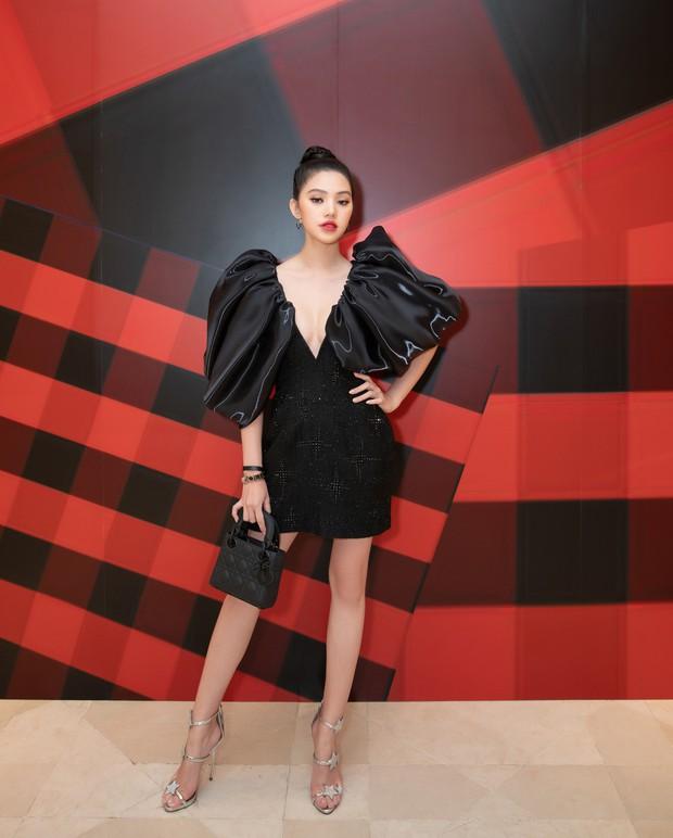 Cú đụng hàng giữa Tóc Tiên và Jolie Nguyễn như minh chứng: Cứ trẻ hơn chưa chắc đã mặc đẹp hơn - Ảnh 3.