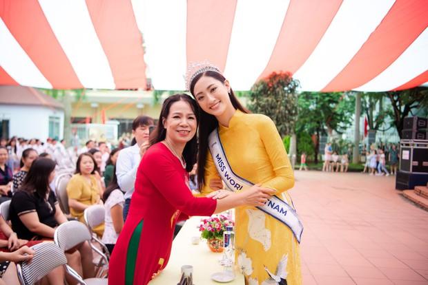 Tân Hoa hậu Lương Thùy Linh diện áo dài nền nã, đẹp rạng ngời trong ngày về thăm trường cũ - Ảnh 7.