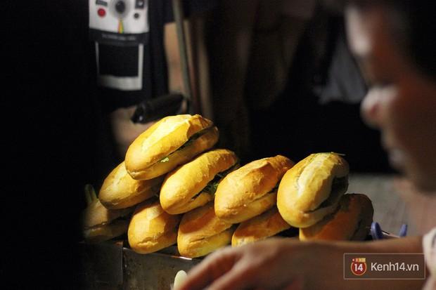 Bánh mì dân tổ có gì bên trong mà cả đoàn người chấp nhận xếp hàng lúc 3h sáng để chờ mua? - Ảnh 8.