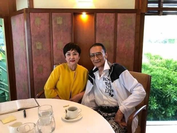Tình yêu tuổi hoàng hôn: Bố Tạ Đình Phong 82 tuổi theo đuổi vợ cũ U75 sau thời gian dài yêu mỹ nhân đáng tuổi cháu - Ảnh 2.