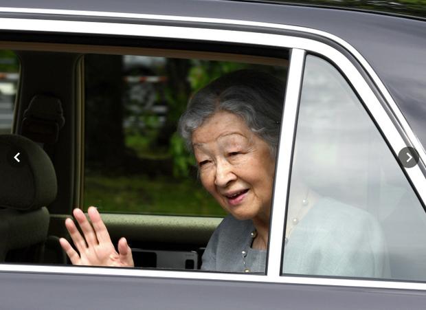 Cựu Hoàng hậu Nhật Bản lần đầu xuất hiện sau thông tin mắc bệnh ung thư vú, sắc mặt của bà khiến người hâm mộ xót xa - Ảnh 2.