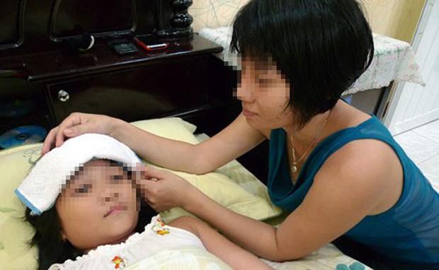 Chăm sóc trẻ sốt xuất huyết thế nào mới đúng? - Ảnh 1.