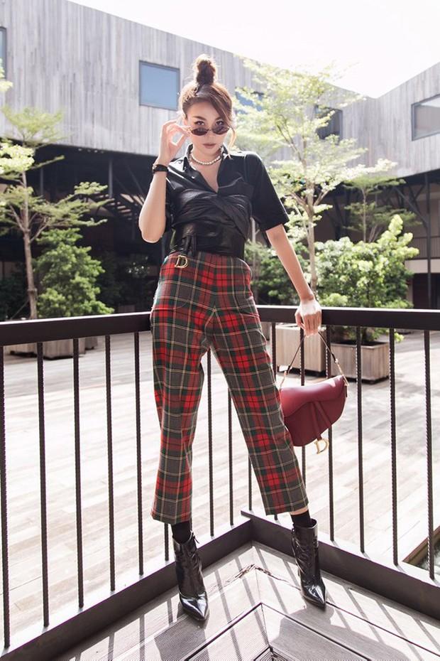 Đụng hàng nguyên cây Dior với Ngô Cẩn Ngôn, Thanh Hằng chứng tỏ đẳng cấp chị đại với chiêu mix đồ không ai sánh kịp - Ảnh 2.