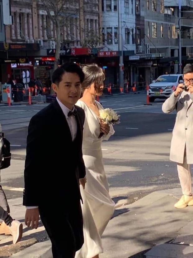 Đông Nhi - Ông Cao Thắng diện đồ đôi, nắm tay cực tình về Việt Nam sau khi lộ hậu trường ảnh cưới ở Sydney - Ảnh 3.