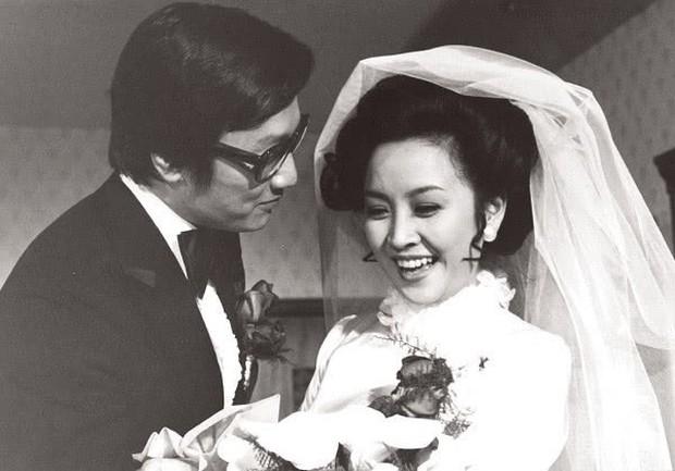 Tình yêu tuổi hoàng hôn: Bố Tạ Đình Phong 82 tuổi theo đuổi vợ cũ U75 sau thời gian dài yêu mỹ nhân đáng tuổi cháu - Ảnh 6.