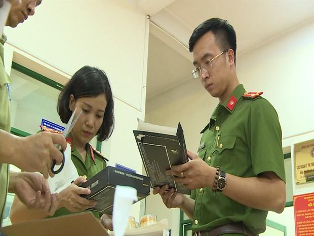 Hà Nội: Thu giữ hàng nghìn chiếc bánh Trung thu do nước ngoài sản xuất không rõ nguồn gốc - Ảnh 10.