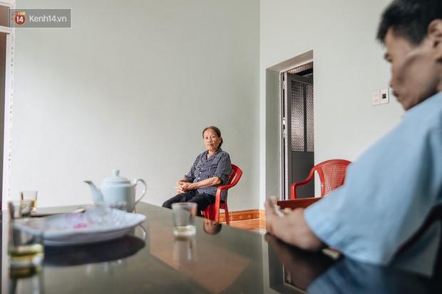 Số phận cay đắng của người cây kì lạ nhất Việt Nam: Mẹ cõng con đi điều trị gần 50 năm, phải uống thuốc ngủ để quên cơn đau - Ảnh 4.