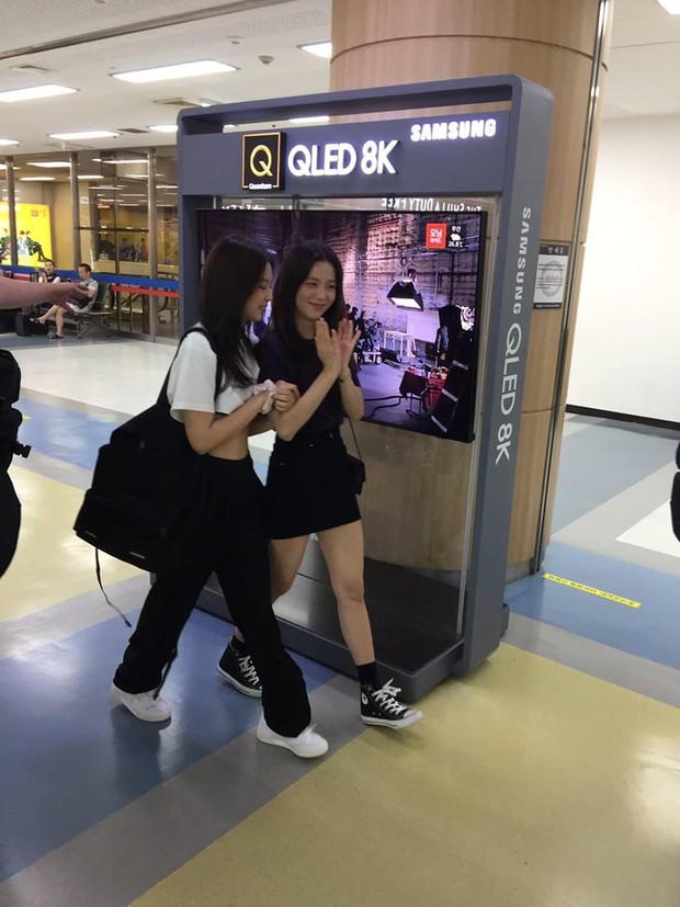 """""""Tay xách nách mang"""" túi lớn nhỏ ra sân bay, Jennie chẳng khác nào chúng ta mỗi lần đi du lịch mà như đi buôn vậy! - Ảnh 5."""