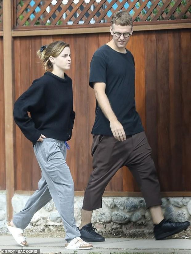 Emma Watson tự tin để mặt mộc dạo phố, nhan sắc lên hương sau thời gian dài xuống sắc gây chú ý lớn - Ảnh 3.