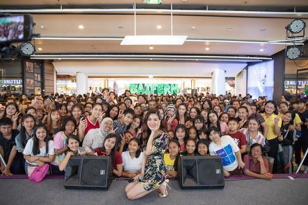 Tham dự fan meeting, mỹ nhân Chiếc lá bay Baifern đốn tim fan với ngoại hình công chúa kẹo ngọt xinh đẹp xuất sắc - Ảnh 5.