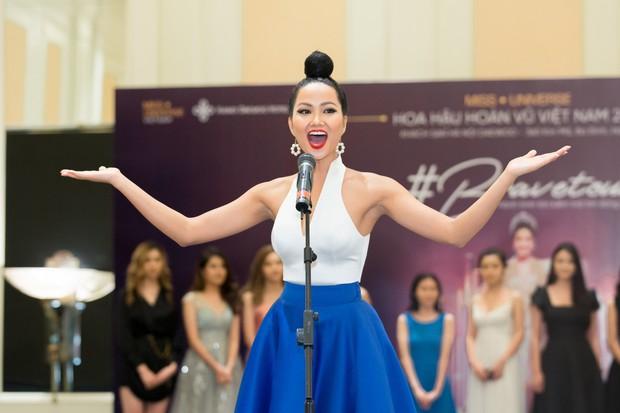 Võ Hoàng Yến, HHen Niê mỗi người một vẻ, cùng tái hiện màn giới thiệu đỉnh cao hô vang hai tiếng Việt Nam tại Miss Universe - Ảnh 4.