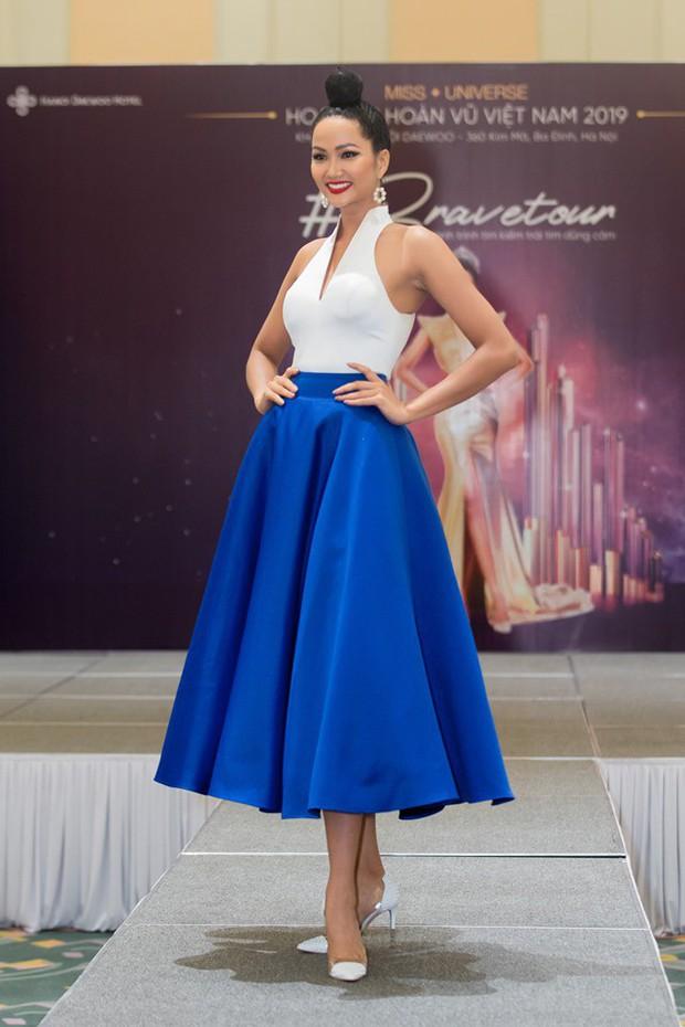 Võ Hoàng Yến, HHen Niê mỗi người một vẻ, cùng tái hiện màn giới thiệu đỉnh cao hô vang hai tiếng Việt Nam tại Miss Universe - Ảnh 3.