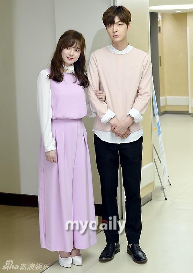 Goo Hye Sun và chồng ly hôn, fan xót xa nhớ lại trang phục cưới giản dị đơn sơ đến nhói lòng của nàng Cỏ - Ảnh 1.