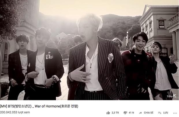 Tẩm ngẩm tầm ngầm mà BTS đã bỏ túi 13 MV đạt 200 triệu views, nhiều sản phẩm nonfan còn không hề biết - Ảnh 1.