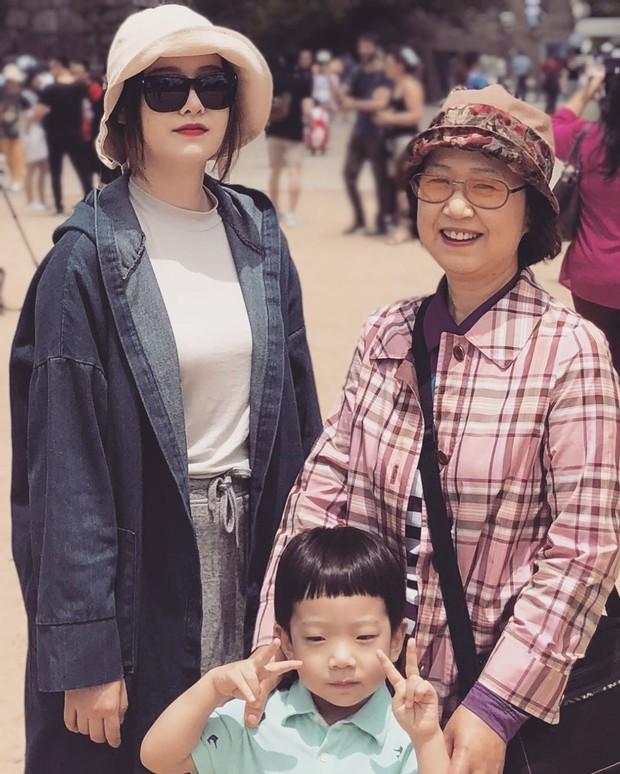 Khó hiểu động thái Goo Hye Sun trước - sau khi tuyên bố ly hôn: Đăng ảnh mẹ, cười hẹn mai gặp, xóa bài đăng chấn động - Ảnh 2.