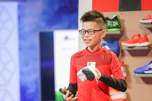 Shark nhí: Cậu bé 11 tuổi đem chữ ký của đội tuyển Việt Nam tặng ban cố vấn - Ảnh 1.