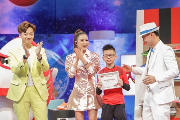 Shark nhí: Cậu bé 11 tuổi đem chữ ký của đội tuyển Việt Nam tặng ban cố vấn - Ảnh 2.