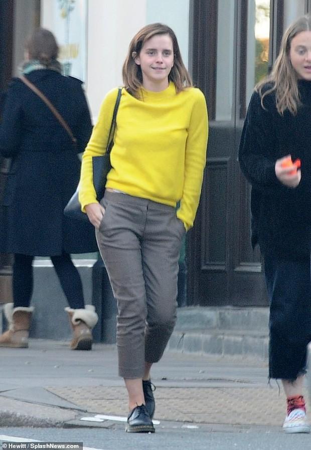 Emma Watson tự tin để mặt mộc dạo phố, nhan sắc lên hương sau thời gian dài xuống sắc gây chú ý lớn - Ảnh 7.