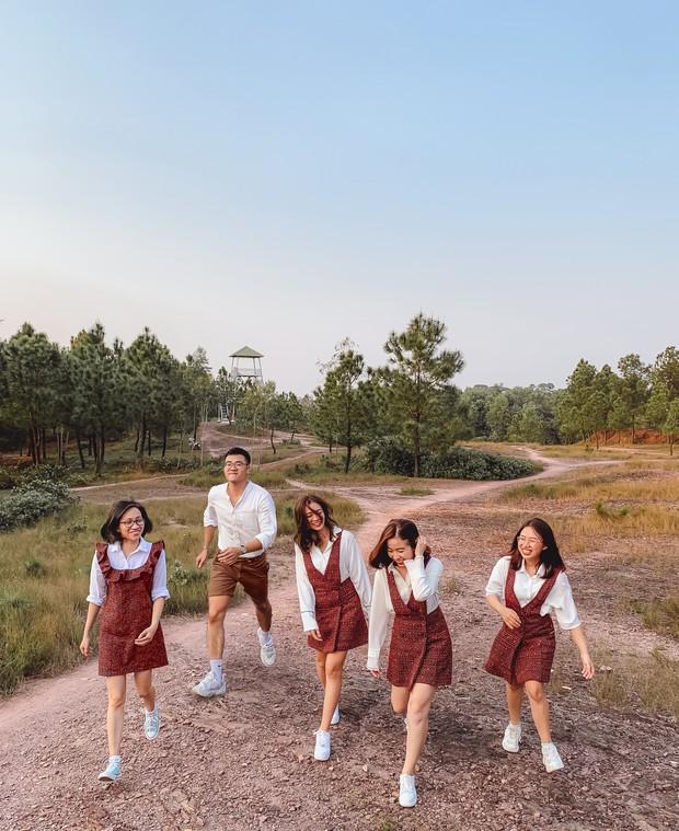 """Hội bạn thân nhà người ta: mỗi năm chỉ gặp nhau 1 lần, sau 17 năm cho ra đời bộ ảnh ở Huế vừa thơ vừa """"lạ"""" trông như chụp ở Hàn Quốc - Ảnh 2."""