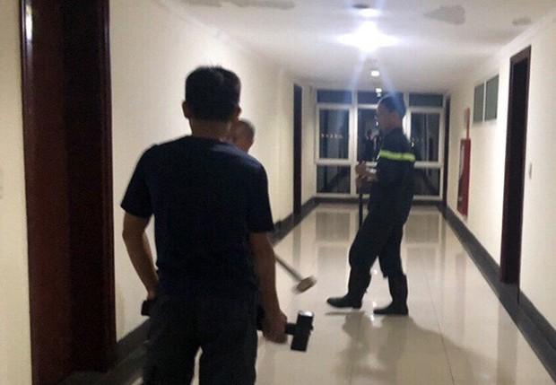 Giải cứu du khách người Pháp định nhảy lầu khách sạn tự tử - Ảnh 1.
