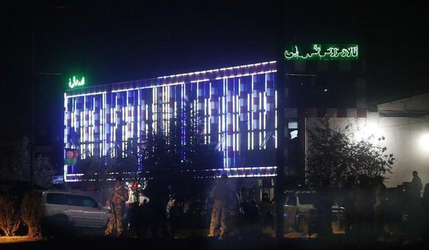 Đánh bom tại đám cưới ở Afghanistan, hàng chục người thiệt mạng - Ảnh 1.