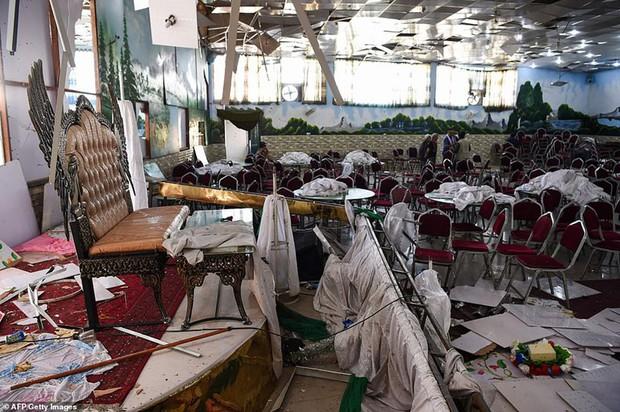 Ám ảnh hiện trường vụ đánh bom đám cưới ở Afghanistan, 63 người chết - Ảnh 1.