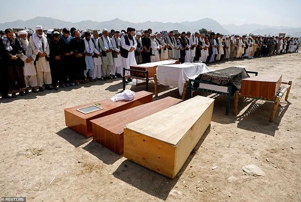 Ám ảnh hiện trường vụ đánh bom đám cưới ở Afghanistan, 63 người chết - Ảnh 2.