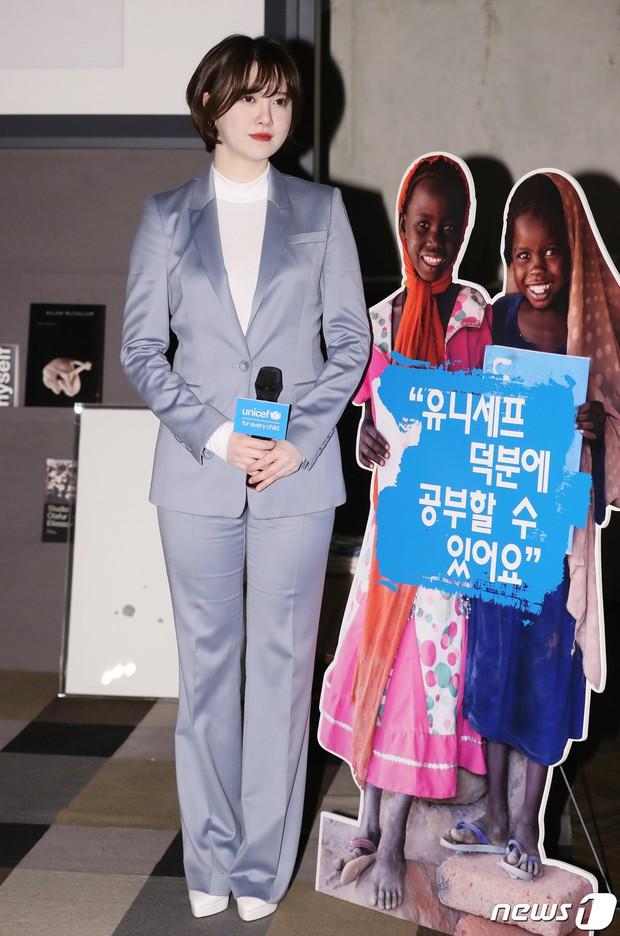 Gần như lần nào sánh bước bên nhau, Goo Hye Sun cũng ăn vận già hơn hẳn chồng trẻ, nới rộng thêm khoảng cách tuổi tác - Ảnh 7.