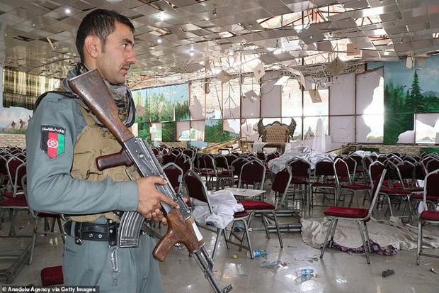 Ám ảnh hiện trường vụ đánh bom đám cưới ở Afghanistan, 63 người chết - Ảnh 12.