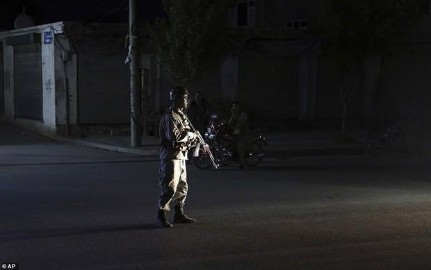 Ám ảnh hiện trường vụ đánh bom đám cưới ở Afghanistan, 63 người chết - Ảnh 13.