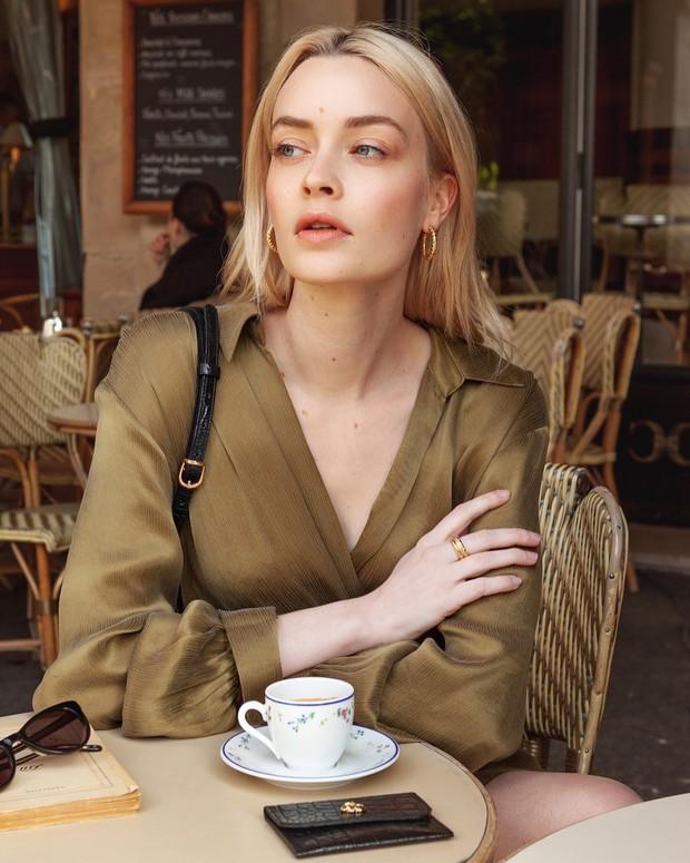 Một buổi sáng chăm da và makeup của các người đẹp Pháp: mọi thứ đều tối giản nhưng lại cho hiệu quả tối đa - Ảnh 3.