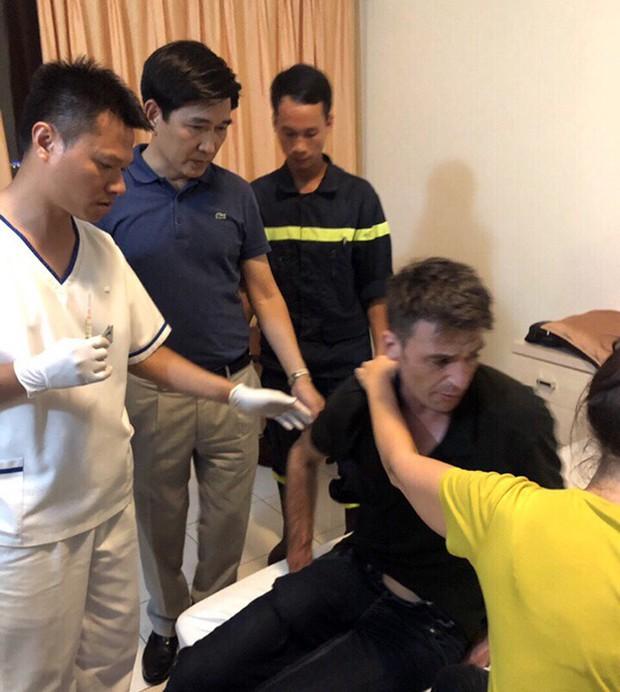 Giải cứu du khách người Pháp định nhảy lầu khách sạn tự tử - Ảnh 3.