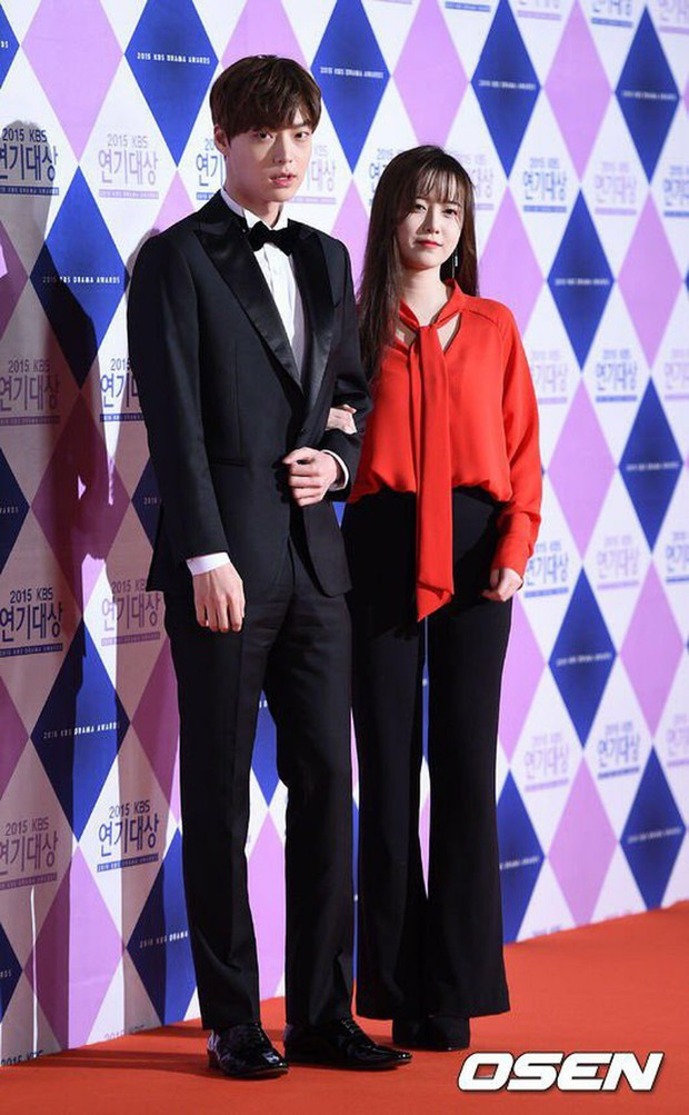 Gần như lần nào sánh bước bên nhau, Goo Hye Sun cũng ăn vận già hơn hẳn chồng trẻ, nới rộng thêm khoảng cách tuổi tác - Ảnh 2.