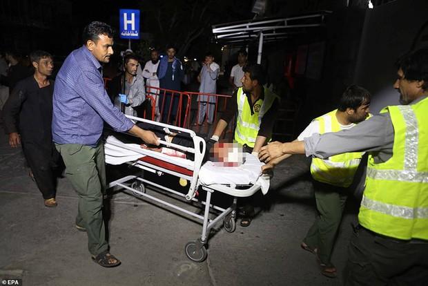 Ám ảnh hiện trường vụ đánh bom đám cưới ở Afghanistan, 63 người chết - Ảnh 5.